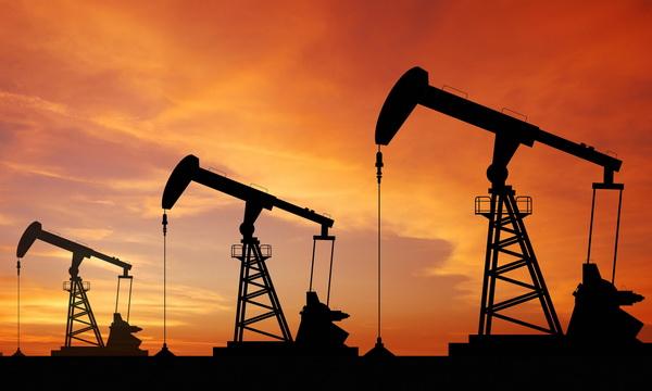 фотография с нефтяными вышками