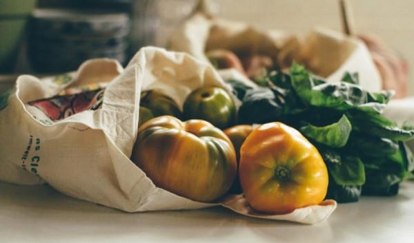тканевая сумка с овощами